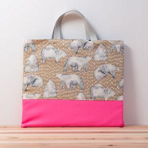 レッスンバッグ、シロクマと淡いブラウン、蛍光ピンク裏側