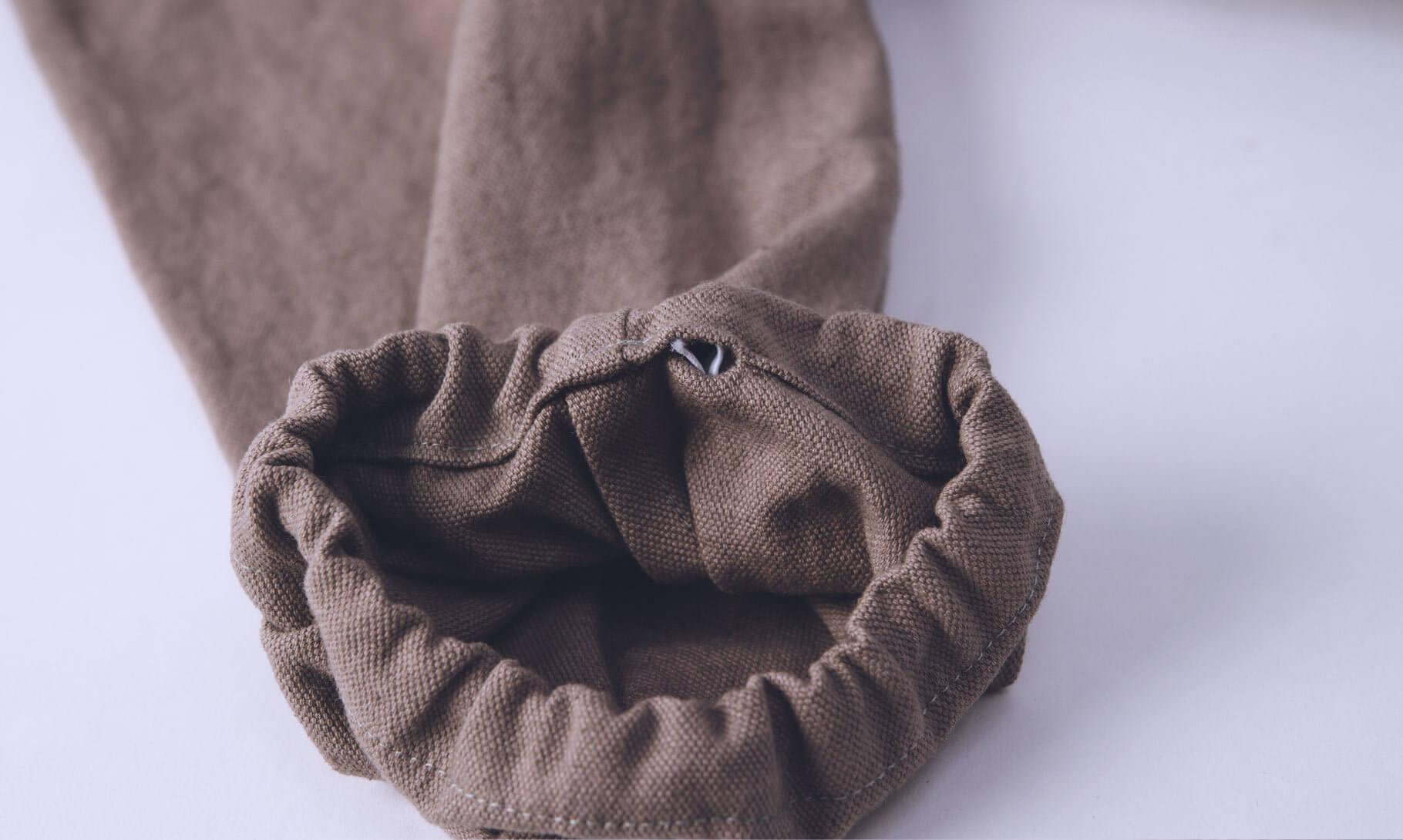スモックパンツ裾のゴム通しの穴