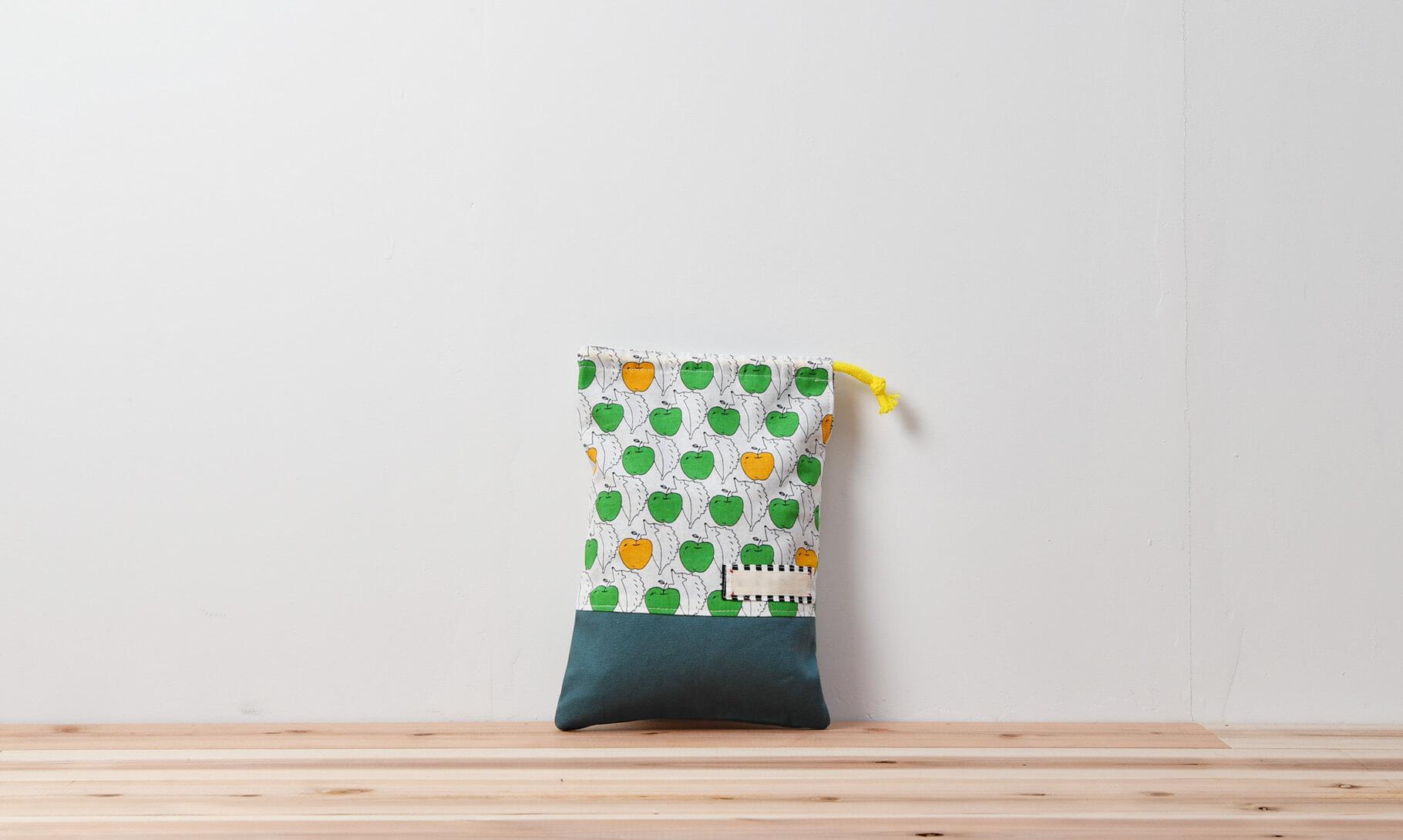 コップ袋(リンゴとハリネズミ、帆布アクアマリン)